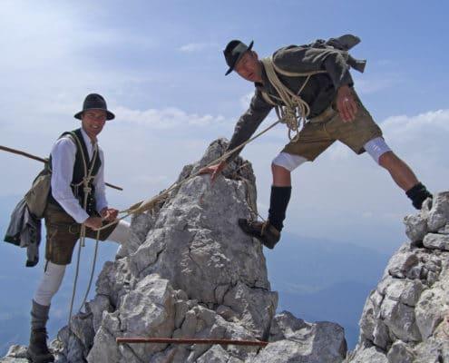 Hans und Api Prugger in historischer Kletterausrüstung