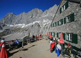 Südwandhütte und Dachstein